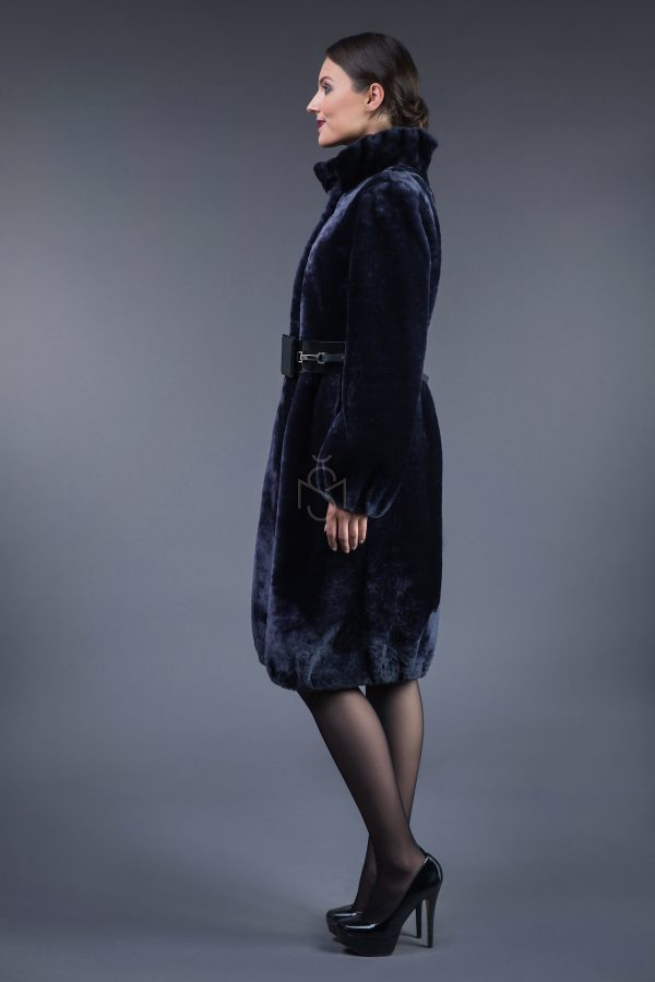 Мутоновая шуба, цвет- тёмно синий
