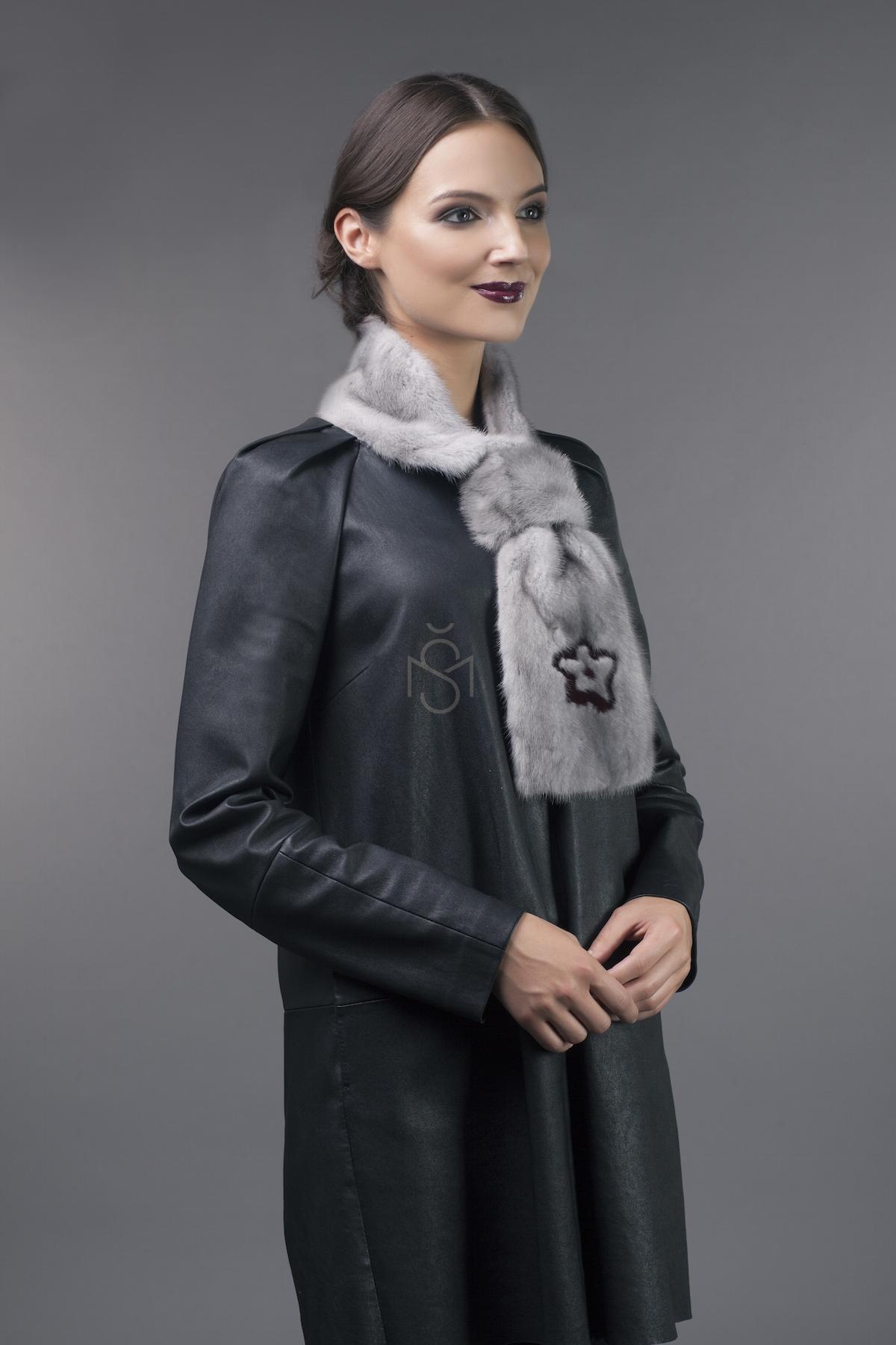 Норковый шарф с декорацией