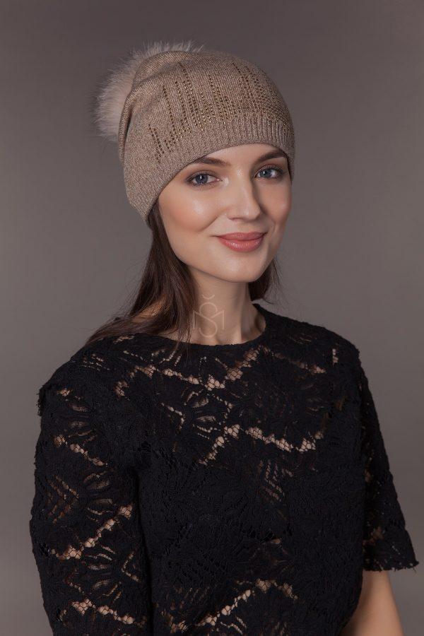 Half-wool hat with fox fur pom pom