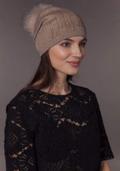 Half-wool hat with fox fur pom pom
