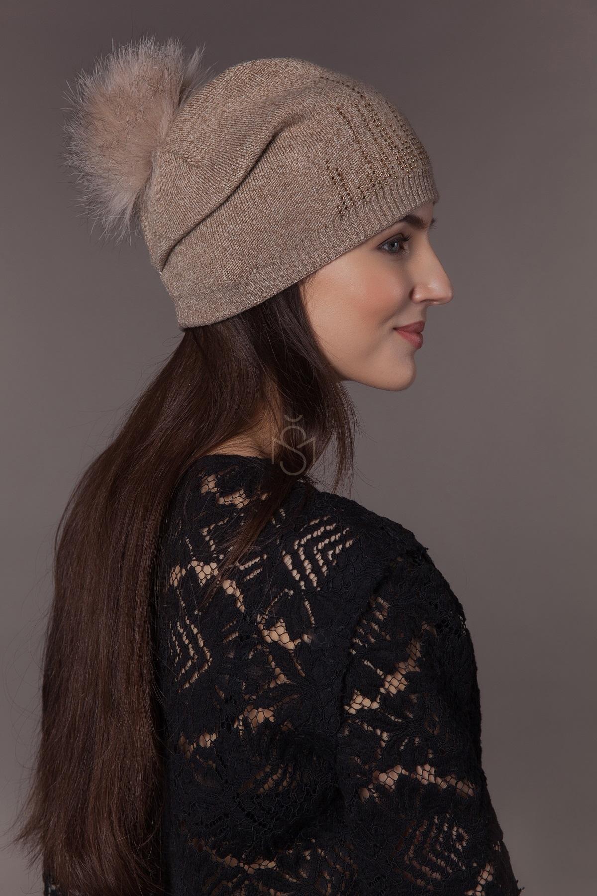 шапка с помпоном из песца