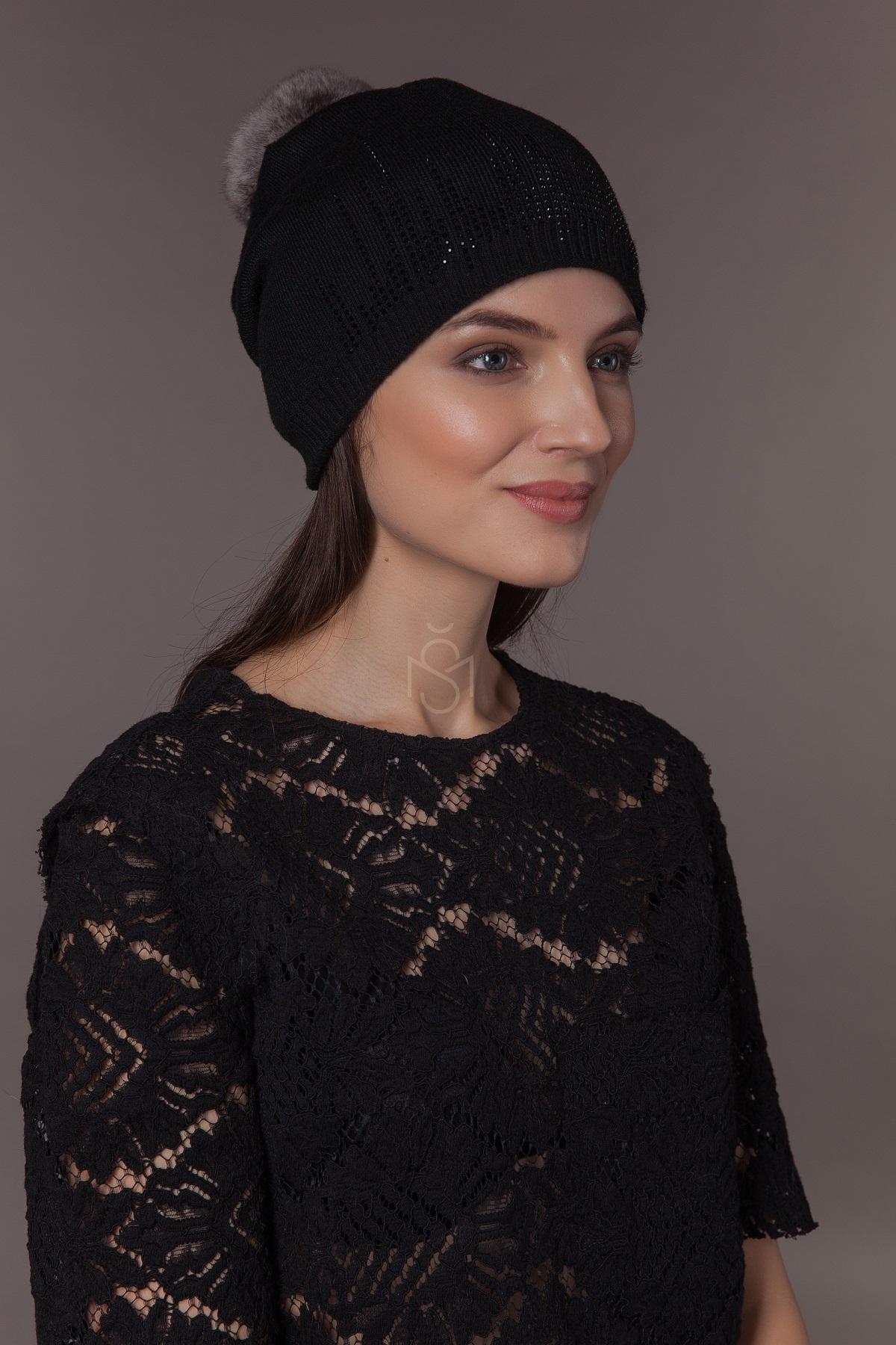 шапка с помпоном из меха шиншиллы