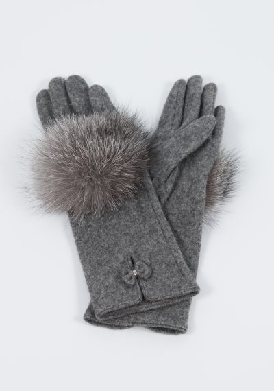 Woolen gloves with fox fur decoration made by SILTA MADA fur studio in Vilnius