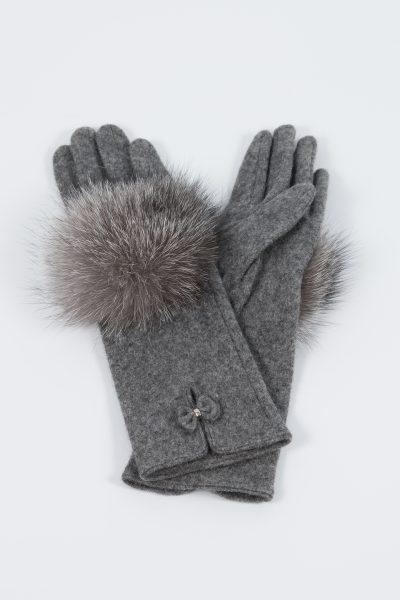 Woolen gloves with fox fur decoration made by SILTA MADA fur studio in Vilnius