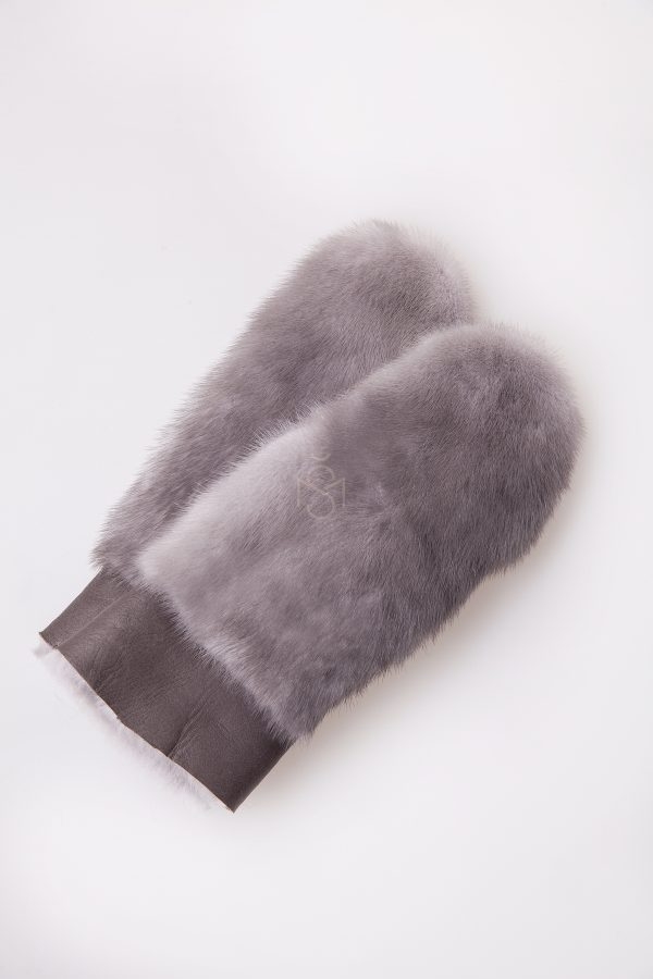 Sheepskin mittens with mink fur, color – natural sapphire, made by Silta Mada fur studio in Vilnius