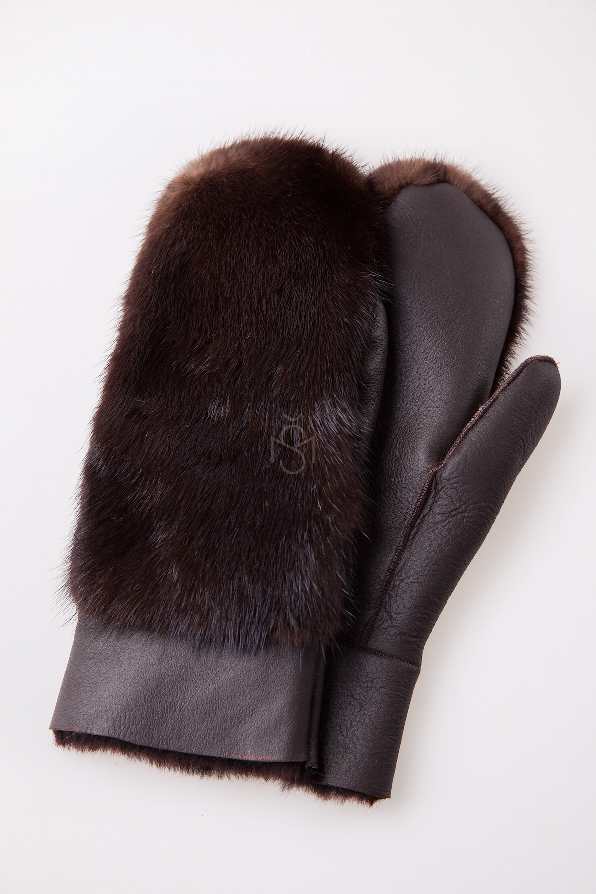 Sheepskin mittens with mink fur, color - natural brown, made by Silta Mada fur studio in Vilnius