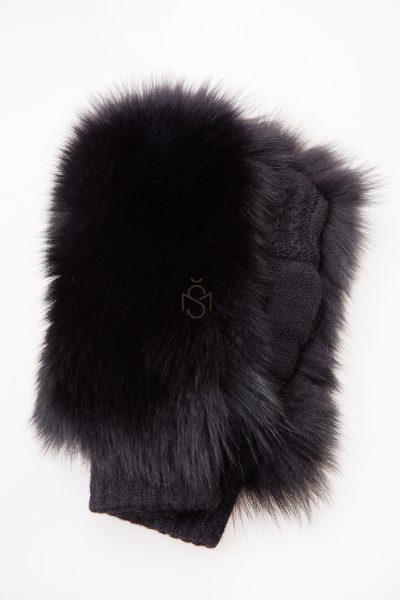 Mittens with fox fur made by Silta Mada fur studio in Vilnius