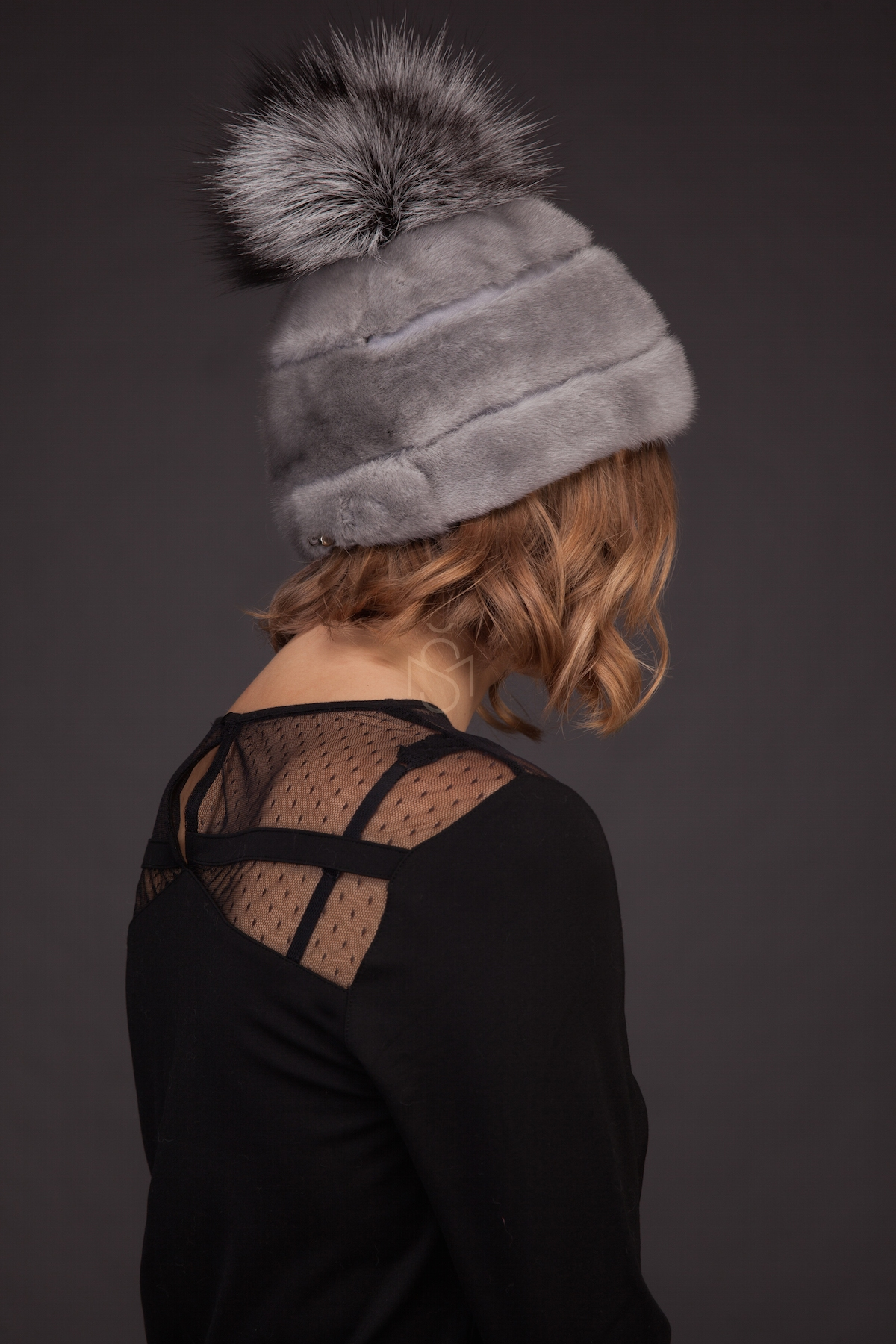 Sapphire_mink fur hat with pom-pom_made by SILTA MADA fur studio in Vilnius