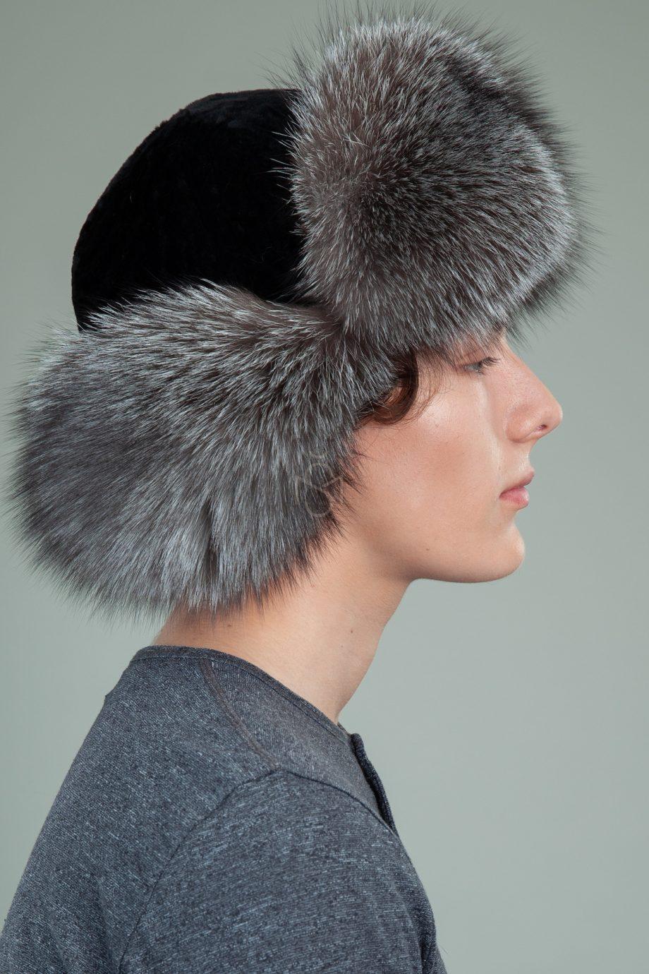 juodo avikailio ir juodsidabres lapes kepure su susegamomis ausimis