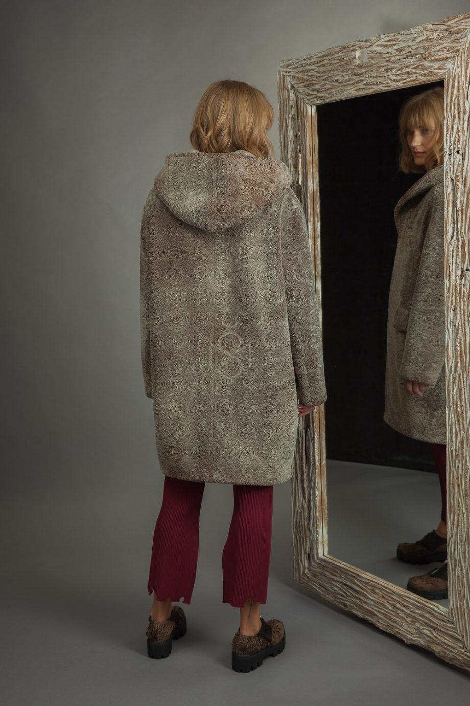 Avikailio paltas su kapisonu (2)