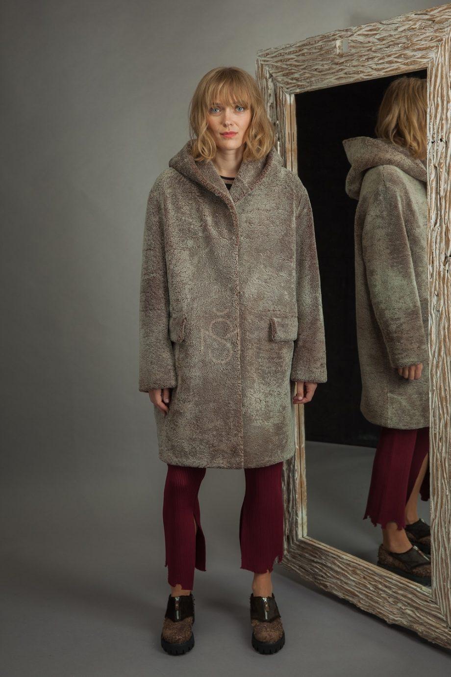 Avikailio paltas su kapisonu (4)