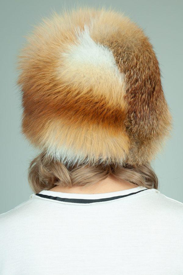 apvali raudonos lapes kailio kepure
