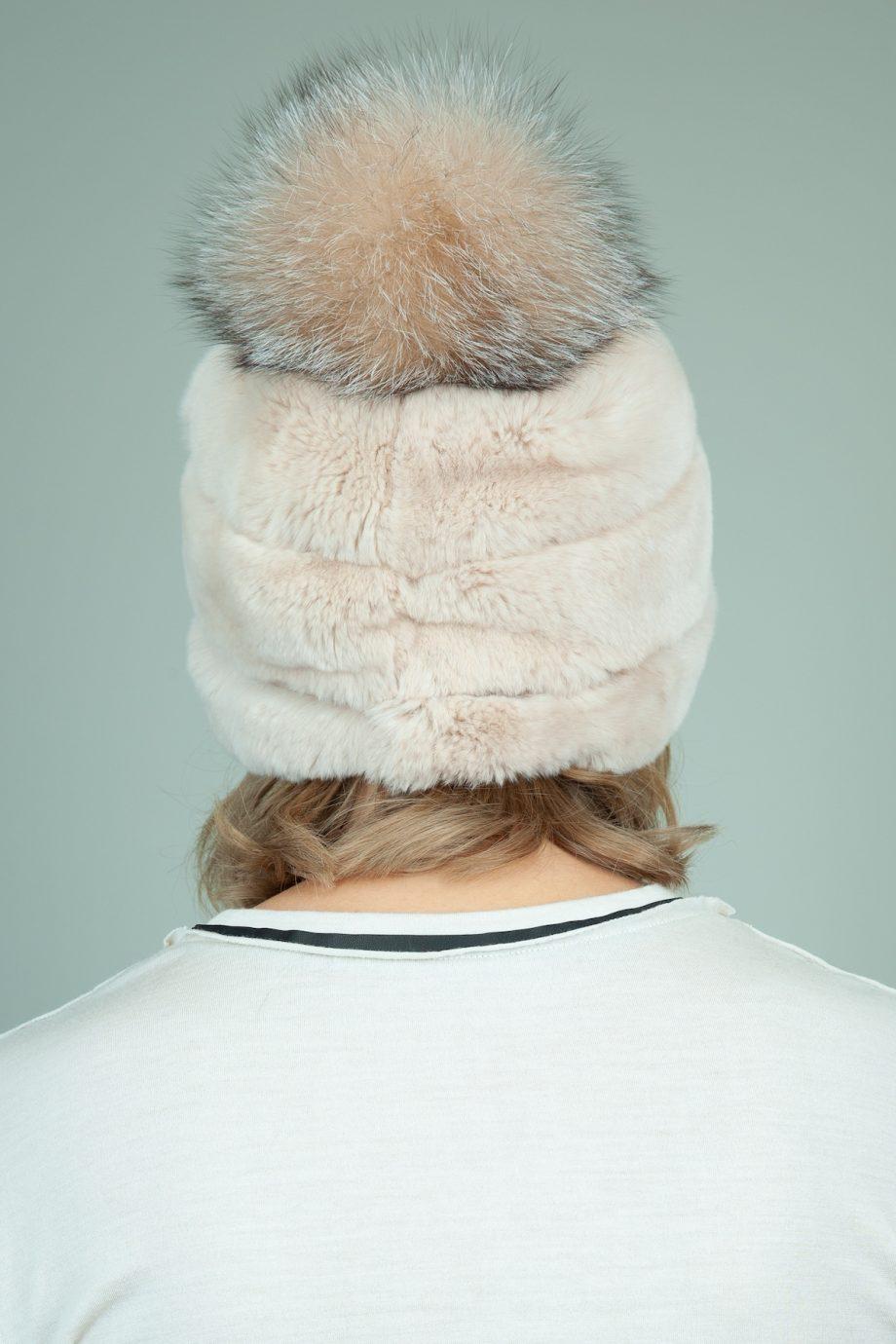 biezinio triusio kailio kepure su odos interpais ir lapes bumbulu