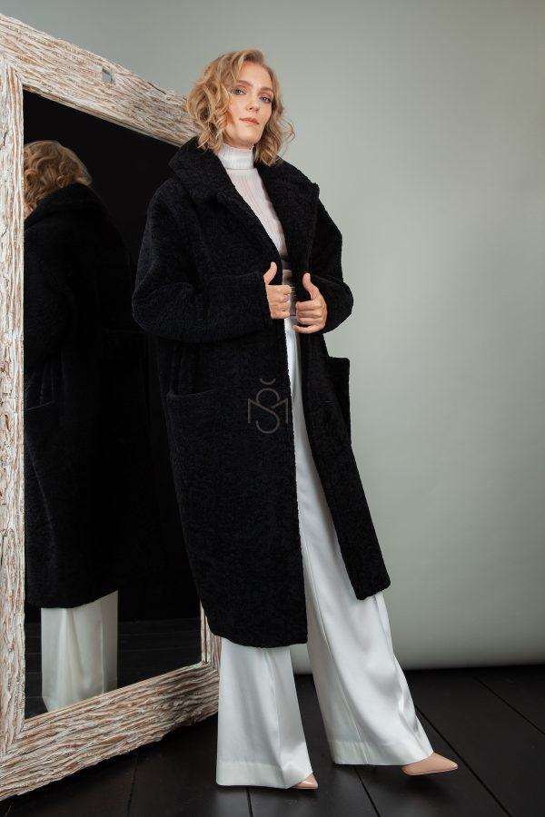 juodas avikailio paltas