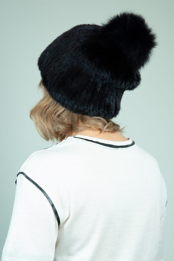 megzta juodos audines kailio kepure su lapes bumbulu