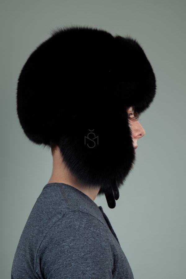 pilna juodos lapes kepure su susegamomis ausimis