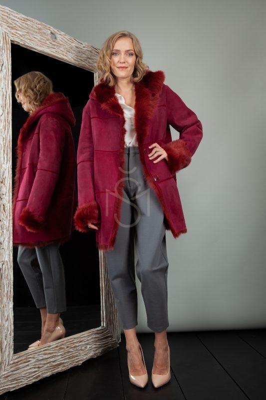 raudono versto avikailio paltas