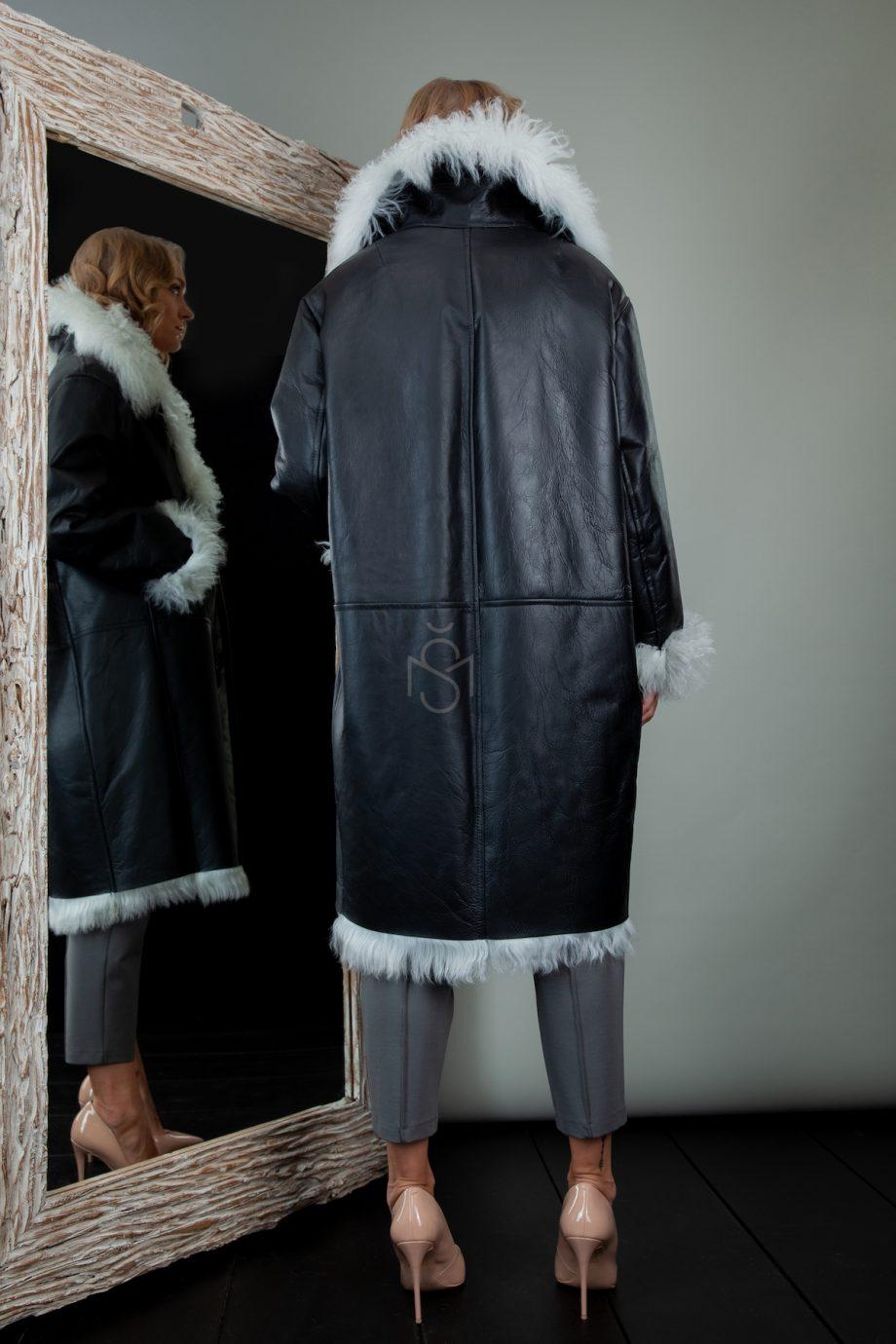 versto avikailio paltas
